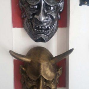 Tượng mặt quỷ lớn 2