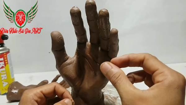 3 ý nghĩa đặc biệt của điêu khắc bàn tay 4